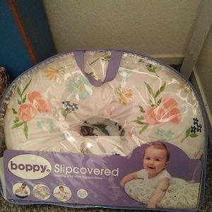 EUC Boppy infant nursing pillow